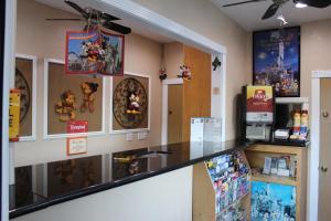 The lobby or reception area at Budget Inn Anaheim near Disneyland Drive