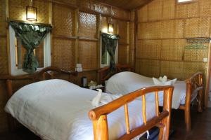 A bed or beds in a room at Soe Ko Ko Beach House & Restaurant