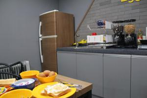 A kitchen or kitchenette at Dongdaemun Egghouse - Foreigner Only
