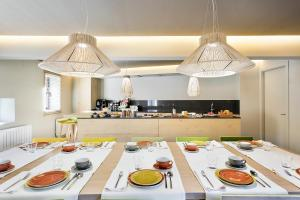 A restaurant or other place to eat at Set Terres - La Villa de Llívia - Adults only