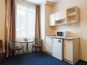 A kitchen or kitchenette at Asotel
