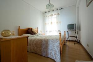 A bed or beds in a room at Madeira Classic city apartment on main road