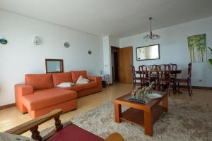 A seating area at Madeira Classic city apartment on main road