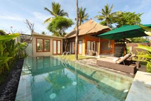The swimming pool at or close to Legian Beach Villas