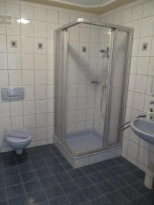Ein Badezimmer in der Unterkunft Gasthof zum Galik