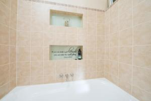 A bathroom at Jones On Wilson Boutique B&B