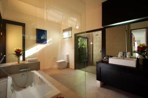A bathroom at Seastone Private Pool Villas