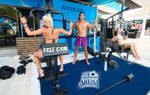 Het fitnesscentrum en/of fitnessfaciliteiten van Phangan Arena Hostel