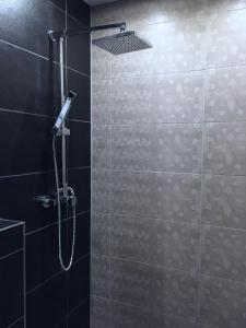 A bathroom at Jordan Suite