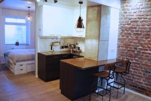 A kitchen or kitchenette at Jordan Suite