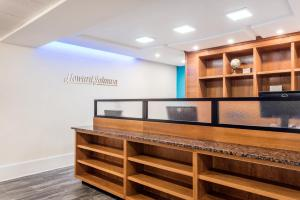 The lobby or reception area at Howard Johnson by Wyndham Quincy/ Boston