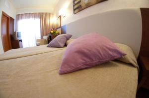 A bed or beds in a room at Hotel Cala Gat