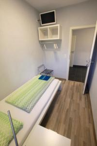 """Ein Bett oder Betten in einem Zimmer der Unterkunft Fewo-Baunatal / Ferienwohnung """"Am Pilgerbach"""""""