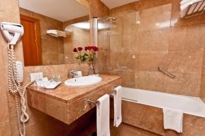 A bathroom at Eurostars Toledo