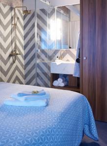 Ein Badezimmer in der Unterkunft Five Rooms
