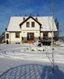 Obiekt Gościniec Nad Stawem zimą
