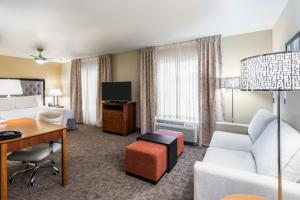 A seating area at Homewood Suites by Hilton St. Louis Riverport- Airport West