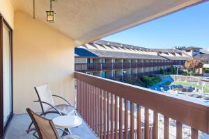 A balcony or terrace at Hilton Garden Inn Monterey