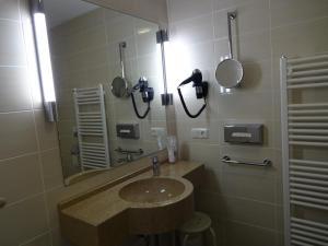 Ein Badezimmer in der Unterkunft Gasthof Hotel Zum Ross