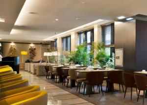 A restaurant or other place to eat at TURIM Marques Hotel