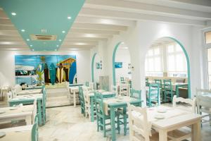 A restaurant or other place to eat at Corralejo Surfing Colors Hotel&Apartments