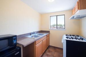 A kitchen or kitchenette at Executive Inn & Kitchenette Suites-Eagle Pass