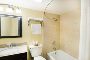 A bathroom at Executive Inn & Kitchenette Suites-Eagle Pass