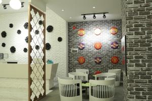 A restaurant or other place to eat at Zaki Hotel Apartment