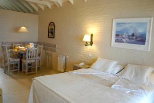 Una cama o camas en una habitación de Carilo Soleil By HS