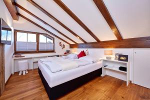 Ein Bett oder Betten in einem Zimmer der Unterkunft Ferienwohnung Alpspitzblick