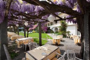 A restaurant or other place to eat at Hotel Ascona