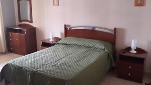 Una cama o camas en una habitación de Apart Salta