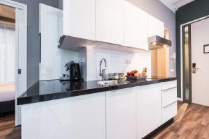 A kitchen or kitchenette at Short Stay Group NDSM Serviced Apartments Amsterdam