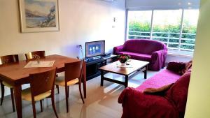 A seating area at Amos Haifa Apartment