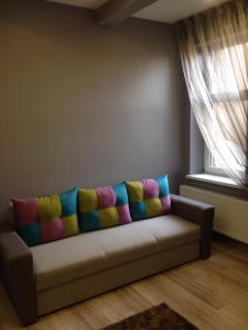 A seating area at Apartment on Nezalezhnosti Embankment
