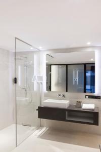 A bathroom at Radisson Blu Hotel, Mannheim