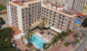 Een luchtfoto van Hotel Reymar