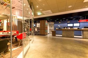 The lobby or reception area at Ibis Lima Reducto Miraflores