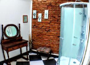 A bathroom at La Casa Piola