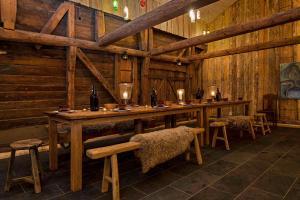A restaurant or other place to eat at Gamlehorten Gjestegård