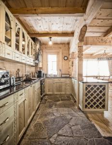 A kitchen or kitchenette at Zakopane Best