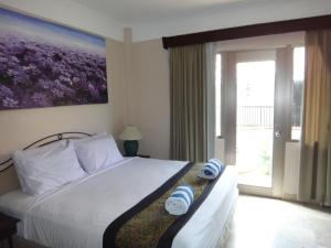 A bed or beds in a room at Jayakarta Resort Apartments