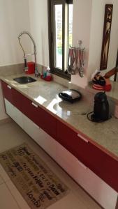 A kitchen or kitchenette at Apartamento Iberostate Mediterrâneo