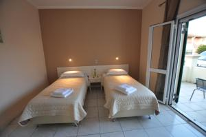 A bed or beds in a room at Ammos