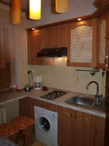 Кухня или мини-кухня в Рент Житомир Апарт