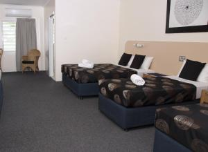 A bed or beds in a room at Jackaroo Motel