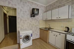 A kitchen or kitchenette at Щёлковские квартиры - Циолковского 7