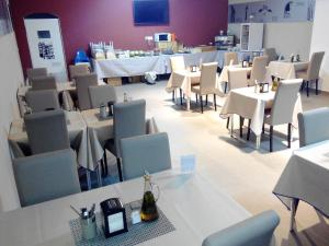 A restaurant or other place to eat at Hotel LB Villa De Cuenca