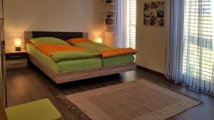Ein Bett oder Betten in einem Zimmer der Unterkunft Ferienwohnung Dolomitenpanorama