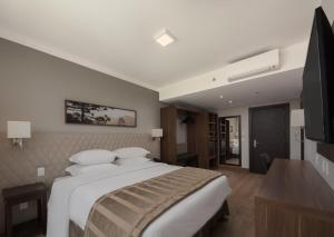 A bed or beds in a room at Prodigy Gramado